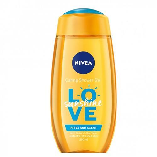 La crème de douche nourrissante se transforme en une mousse riche pour une sensation de peau douce